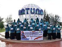 Ketua TP-PKK Kabupaten Natuna Berbagi Sembako dan Menyosialisasikan Program PKK Gebrak Masker