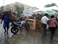 Saat Pilkada Serentak Hujan Guyur Kota Tanjungpinang, Namun Warga Antusias Ke TPS