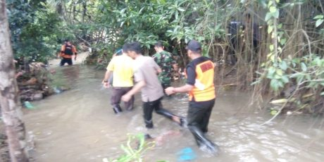 Kapolres Tanjungpinang Terjun Langsung Mencari Anak Korban Hanyut