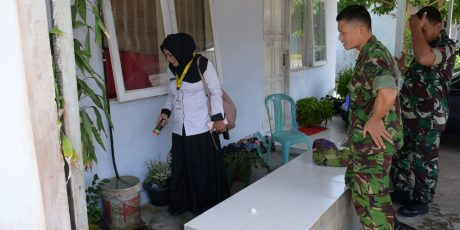 Melawan Wabah DBD, Lanud RHF Lakukan Inspeksi Jentik di Rumah Prajurit