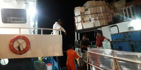 Kapal Pengangkut Logistik Pemilu Kandas di Perairan Pulau Rusa