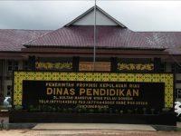 Tim Penyidik KPK Membawa Koper Beriskan Laporan Keuangan Disdik Provinsi Kepri