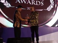 Pimpinan PT SGI Raih Penghargaan Kategori The Best Fastest Growing Company di Batamnews Awards