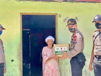 Kapolsek Palmatak Kepulauan Anambas Memberikan Bantuan Sembako Ke Warga