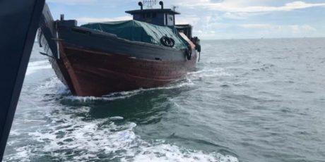 DJBC Khusus Kepulauan Riau Tindak Kapal Kayu KM Wahyu