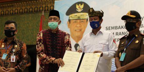 Bupati Natuna Hamid Rizal Menerima Bantuan Penanggulangan Covid-19 dari Pemprov Kepri