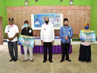 Salurkan BLT-DD, Bupati Sosialisasikan New Normal Bagi Warga Bunguran Batubi