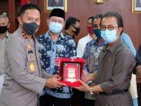 Ketua DPRD Jumaga Nadeak Bersama Ketua Komisi I Silaturahmi Kepada Kapolda Kepri