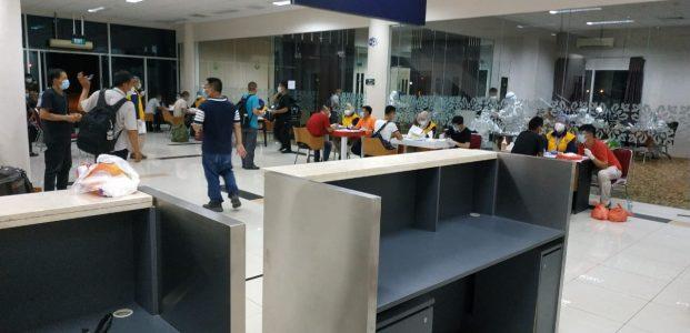 325 TKA Asal Cina Tiba di Tanjungpinang Dalam Keadaan Sehat, Swab Test Negatif