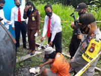 Polisi Rekontruksi Kasus Pembakaran Mobil Avanza di Lingga
