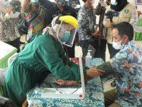 Legislator Eri Marka Orang Pertama Yang Divaksinisasi di Lingkungan DPRD Natuna