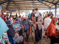 Wali Kota Hj Rahma dan Gubernur Ansar Ahmad tinjau Vaksin Lansia