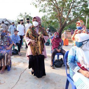 Rahma Serahkan Alat Tangkap Nelayan dan Usaha Kecil