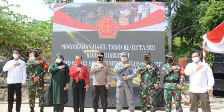 Kapolda Kepri Tutup TMMD ke-112 Kodam I/Bukit Barisan TA.2021 di Kecamatan Bulang Kota Batam Provinsi Kepri